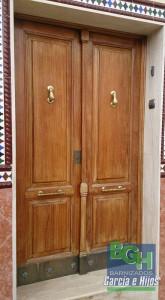 Barnizados-Garcia-e-Hijos-Puerta-Restaurada-Alcala-antes-P