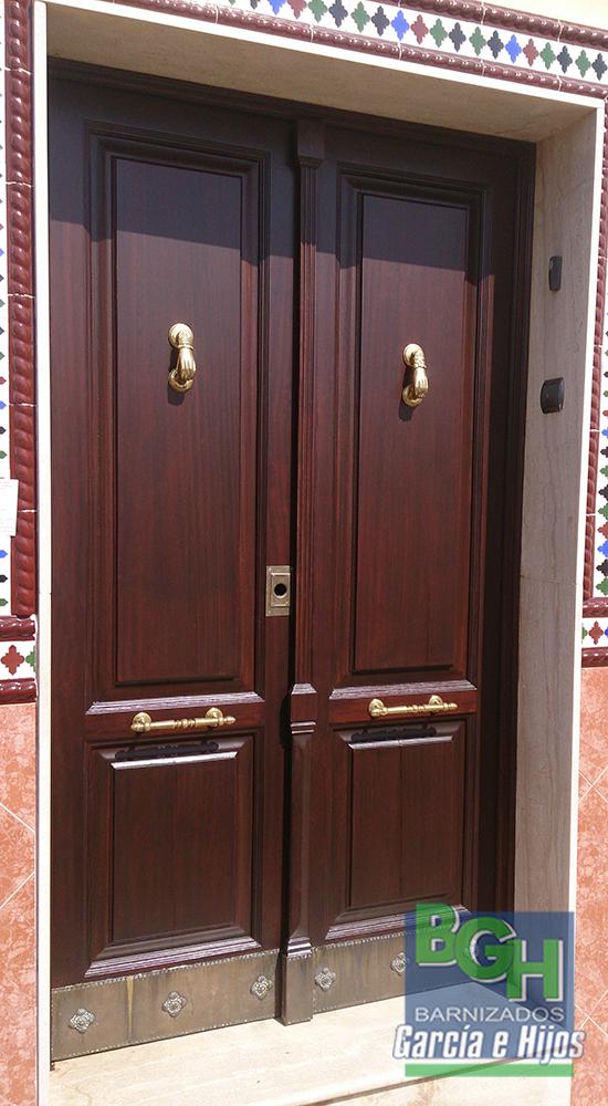 Fabricaci n de puertas en sevilla la tienda de garc a hijos for Pintar muebles barnizados