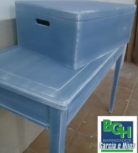 barnizados-garcia-e-hijos-consola-baul-azul-patina-blanca-4