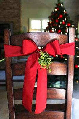 01_Como_Decorar_Tu_Mesa_En_Navidad_Sillas_BGH