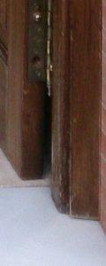 DETALLES -Restauracion-puerta-entrada-iroko-barnizados-garcia-hijos-reciclaje-recicla-carpinteria-4 (1)