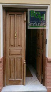 Restauracion-puerta-entrada-iroko-barnizados-garcia-hijos-reciclaje-recicla-carpinteria-0