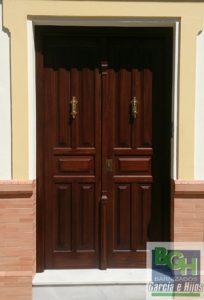 Restauracion-puerta-entrada-iroko-barnizados-garcia-hijos-reciclaje-recicla-carpinteria-5